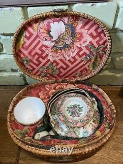 Gorgeous Antique Chinese Rose Medallion Tea Pot & (1) Cups In Wicker Case